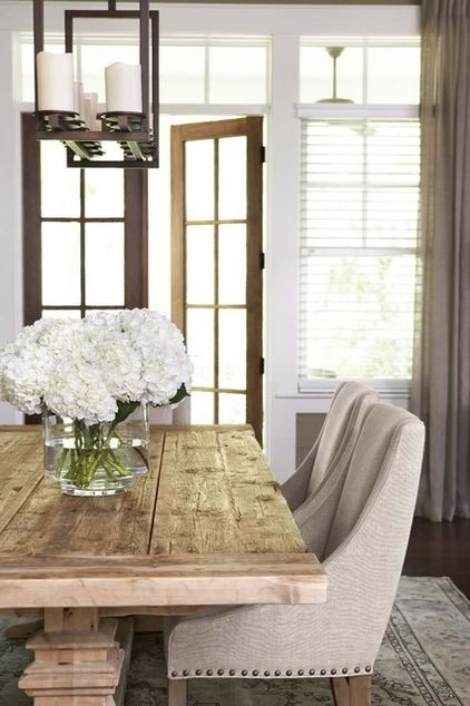 The classy look of hydrangeas in a clear vase never gets old.
